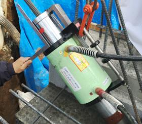 建設に使う緑の器具